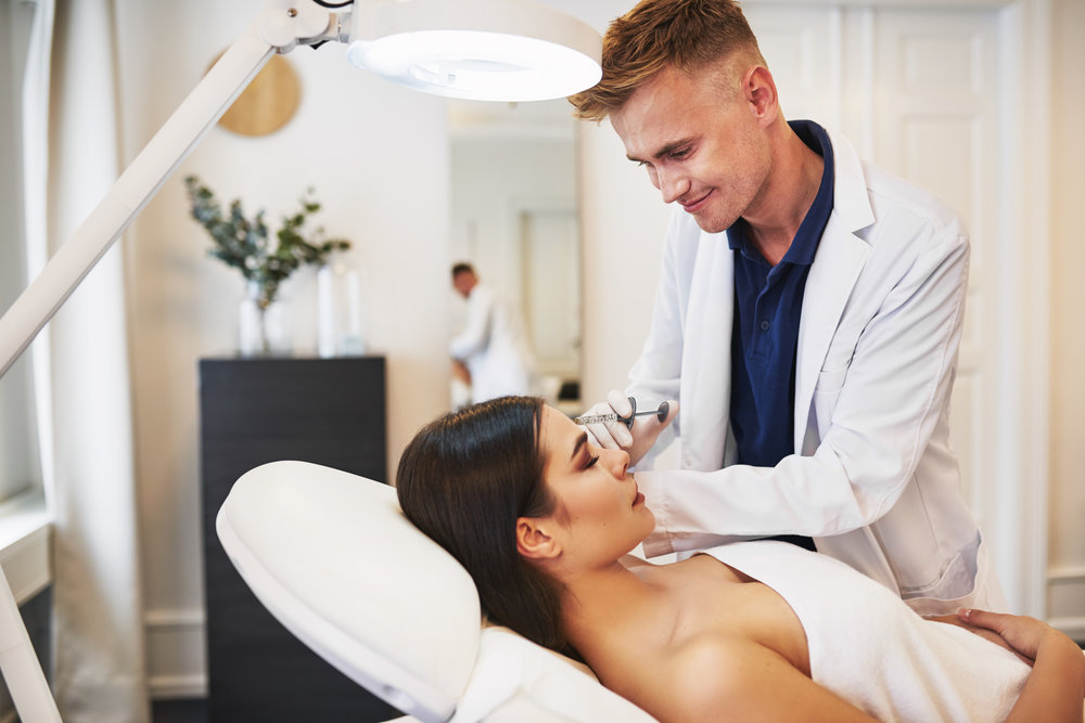 smiling-young-doctor-doing-botox-injections-on-a-8PEMZFH.jpg