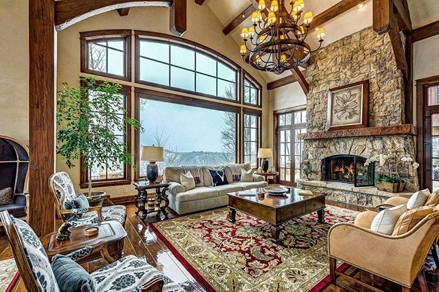 This mountain home is the perfect place to escape with your family. (And can we get a thumbs up for that fireplace??) . . . . #interiordesign #interiordecor #remodeling #renovate #interiorstyling #lovelydestinations #interiorinspo #designinspo #luxury #thatsdarling #dreamhome #glamour #designtips #chicliving #portfolio #livingroomdecor #homedecor #homestaging #stagingsells #realestate #newhome #beforeandafter #homestager #stagedtosell #homebuyer #listingagent #fireplace #greatroom #mountainhome