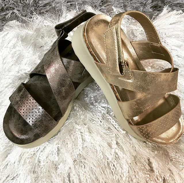 ❤️ These just arrived and I immediately added them to my own collection! If you hurry, you can too!❤️ #boutiqueclothing #sandals #shoesale #shoppingspree #thursdayshopping #shoelove #ogden #northogden #shoplocalutah #shopogden #clothingogden