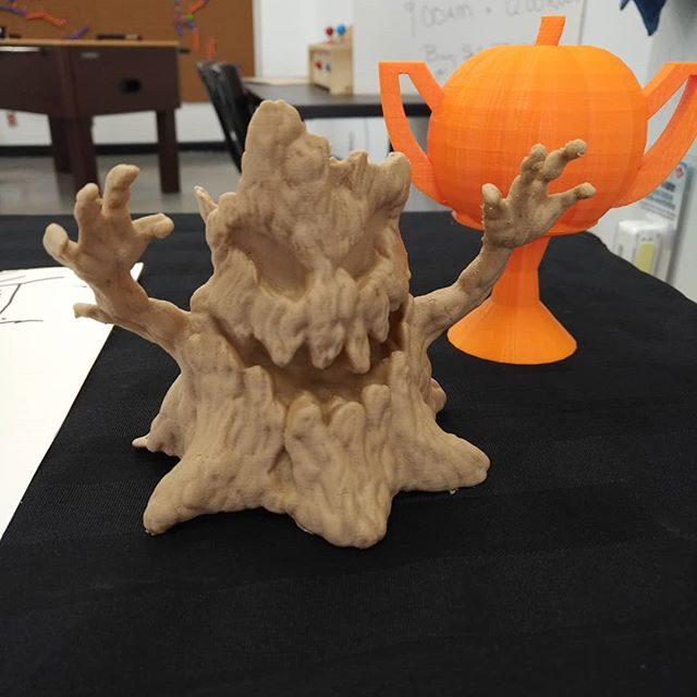 #Halloween is just around the corner #wooden #pla #creepy #tree #thingiversemodel  #pumpkin #trophy in the background #additivemanufacturing  The second photo has the #supports still intact This is what it looks like before and after #makerspacesaultstemarie  #makersgonnamake  #algoma #northernontario  #canada🇨🇦 #boo #trickortreat🎃