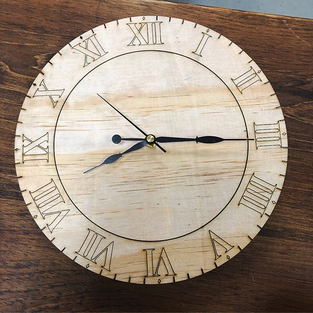 One of our new members Ayushi made a clock on the laser cutter 👍 ——————————————————— #algoma #northernontario #makersgonnamake #Makernorth #maker #clock #saultstemarie #local #localmade #canada #canadian #fun #lasercutting #woodworking #cool #awesome #wow #soomakers #makeit  _________________________________________________