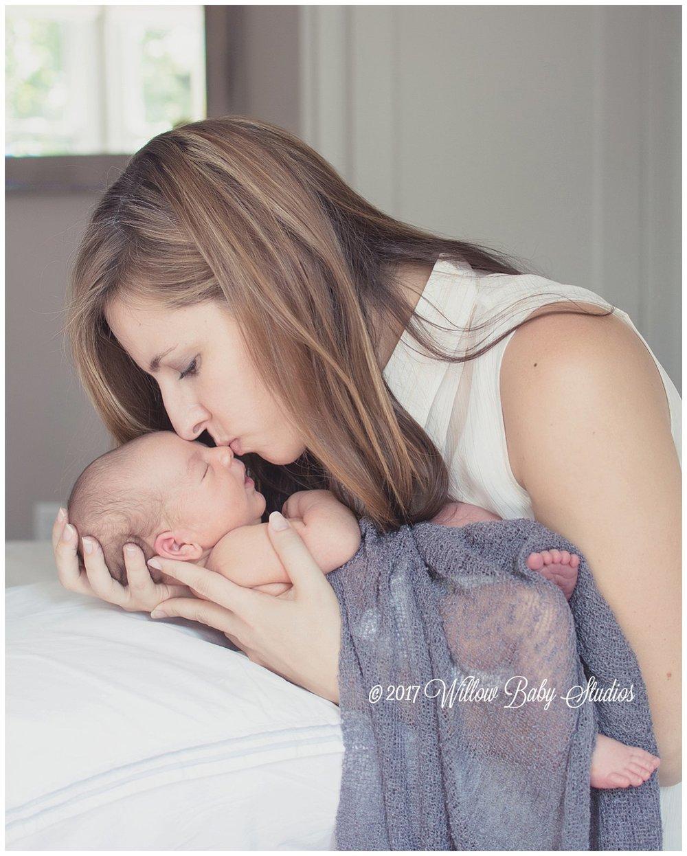 mom-kissing-sleeping-newborns-nose