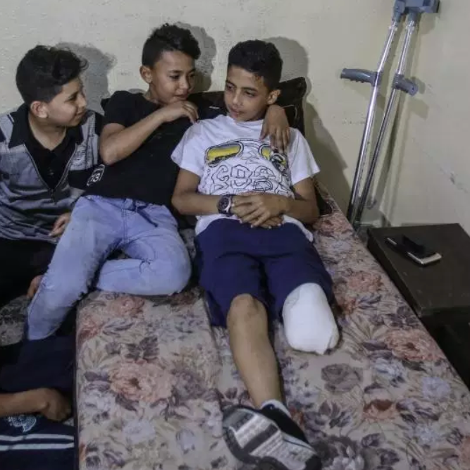 "11-year-old Abdurrahman Nevfel lost his leg after Israeli soldiers opened fire on ""Great March of Returns"" demonstrations at Gaza Strip. [Ali Jadallah/Anadolu Agency]"