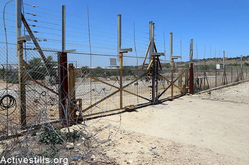 A view of an agricultural gate in the separation fence near Falamya village (Gate number 914), West Bank, May 17, 2015. Ahmad al-Bazz / Activestills.org