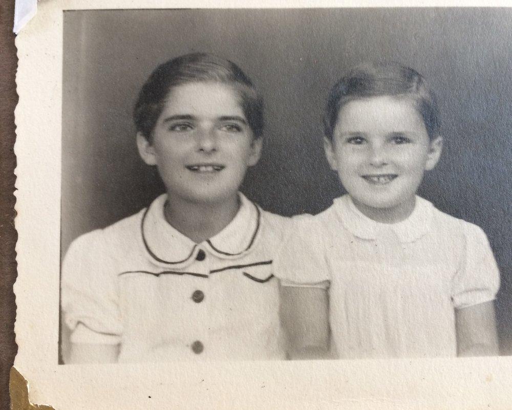 Ada (L) and Zosia (R) in Tengeru, 1942