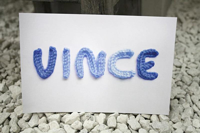 Geboortekaartje-vince-marte-wollen-letters-kleuren-wol-mag-je-zelf-kiezen-800x533.jpg