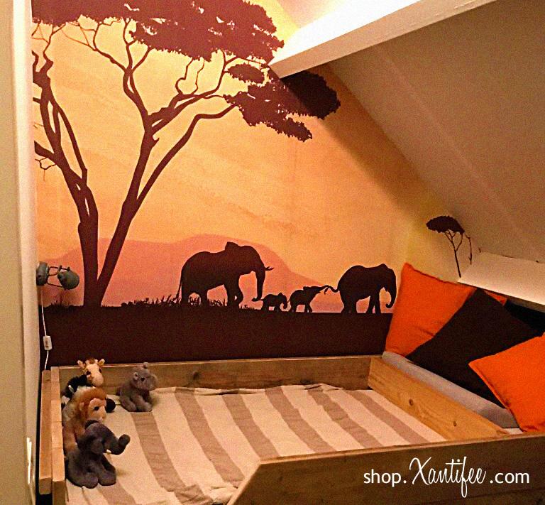 Creatief kinderkamer behang - We ontwikkelde ook reeds creatief kinderkamer behang helemaal in het Afrikaanse thema. Dit kan ook met het cheetah welpje of een leeuwen, giraffen, … familie er op.