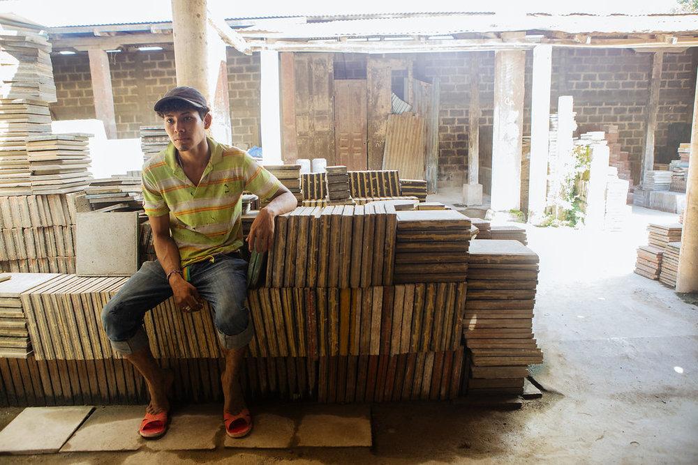 nicaragua-granada-tile-factory-worker.jpg