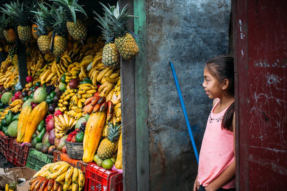 nicaragua-el-camino-travel-tour-fruit-stand-girl.jpg