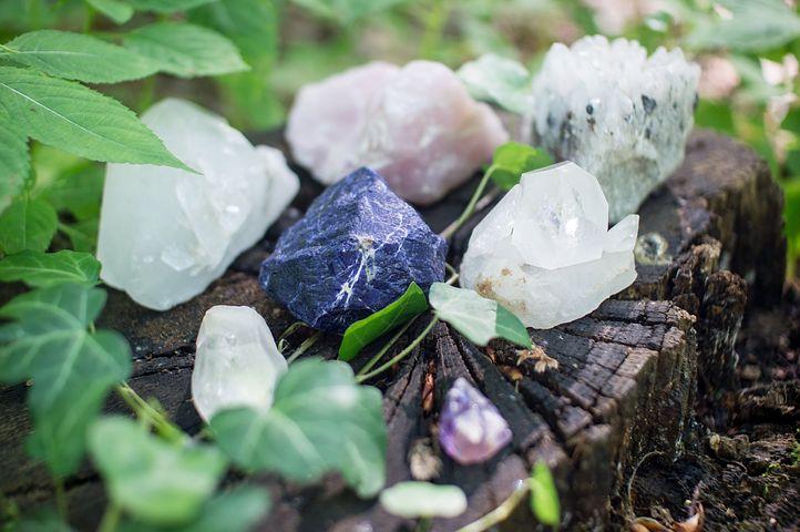 crystals-1567953__480.jpg