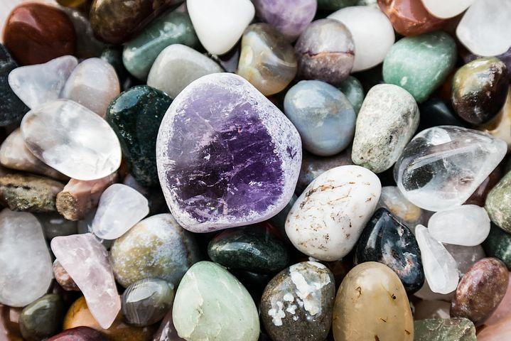 semi-precious-stones-602291__480.jpg