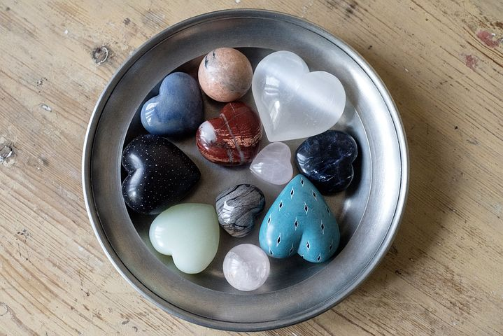 How to Cleanse and Charge Crystals - Learn how to cleanse and charge your crystals and the different methods you can use.