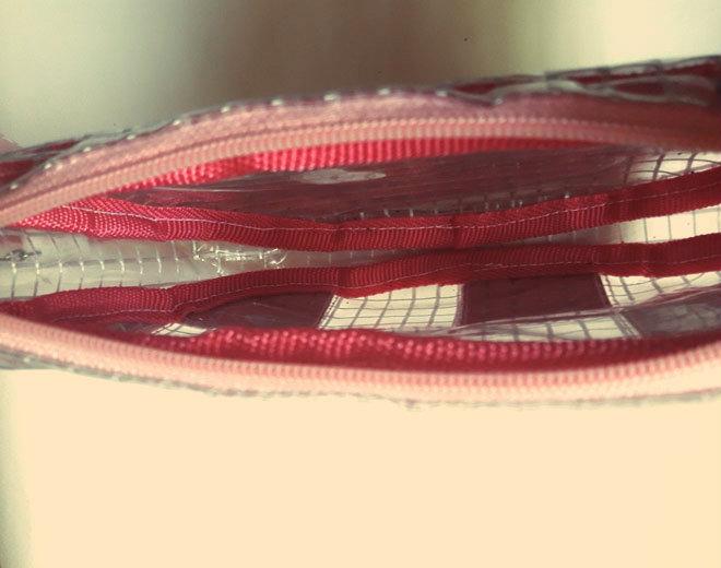"""Este bolso forma parte de una nueva colección """"Jetson Collection"""", en colaboración con otro diseñador muy funky del país, llamado  Zótico  ,"""