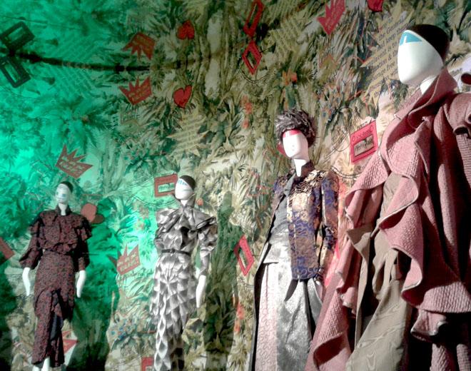 Tuve la gran suerte de ver ropa de la gran Vivienne Westwood en vivo, hubo una exposición de su última colección, un gran honor ver sus diseños.
