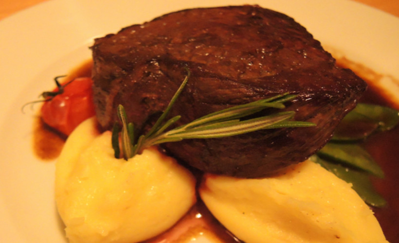 restaurant-landau-fuenf-baeuerlein-steak-kartoffelpuree.jpg