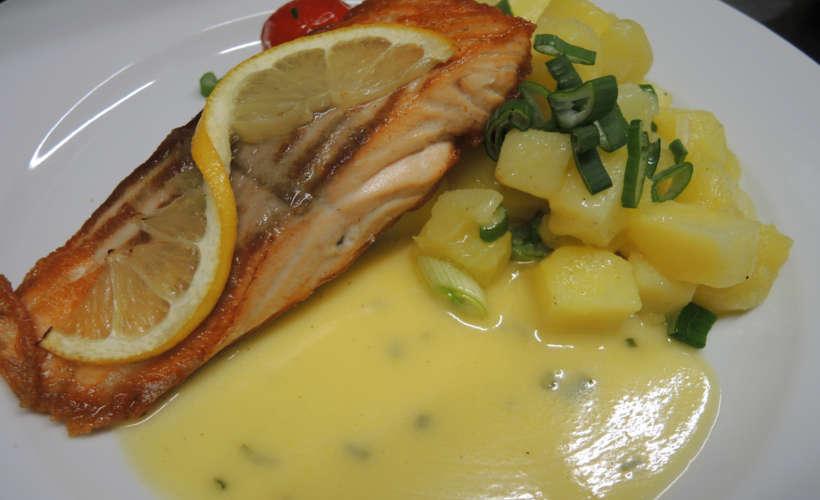 restaurant-landau-fuenf-baeuerlein-essen-lachs.jpg