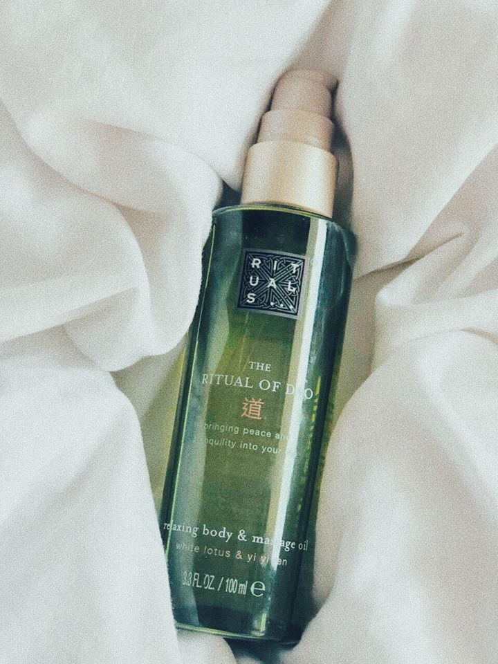 BRINGING PEACE AND TRANQUILITY IN MY LIFE EVER SINCE MY FIRST BOTTLE: THE   RELAXING BODY & MASSAGE OIL   BY RITUALS. -T
