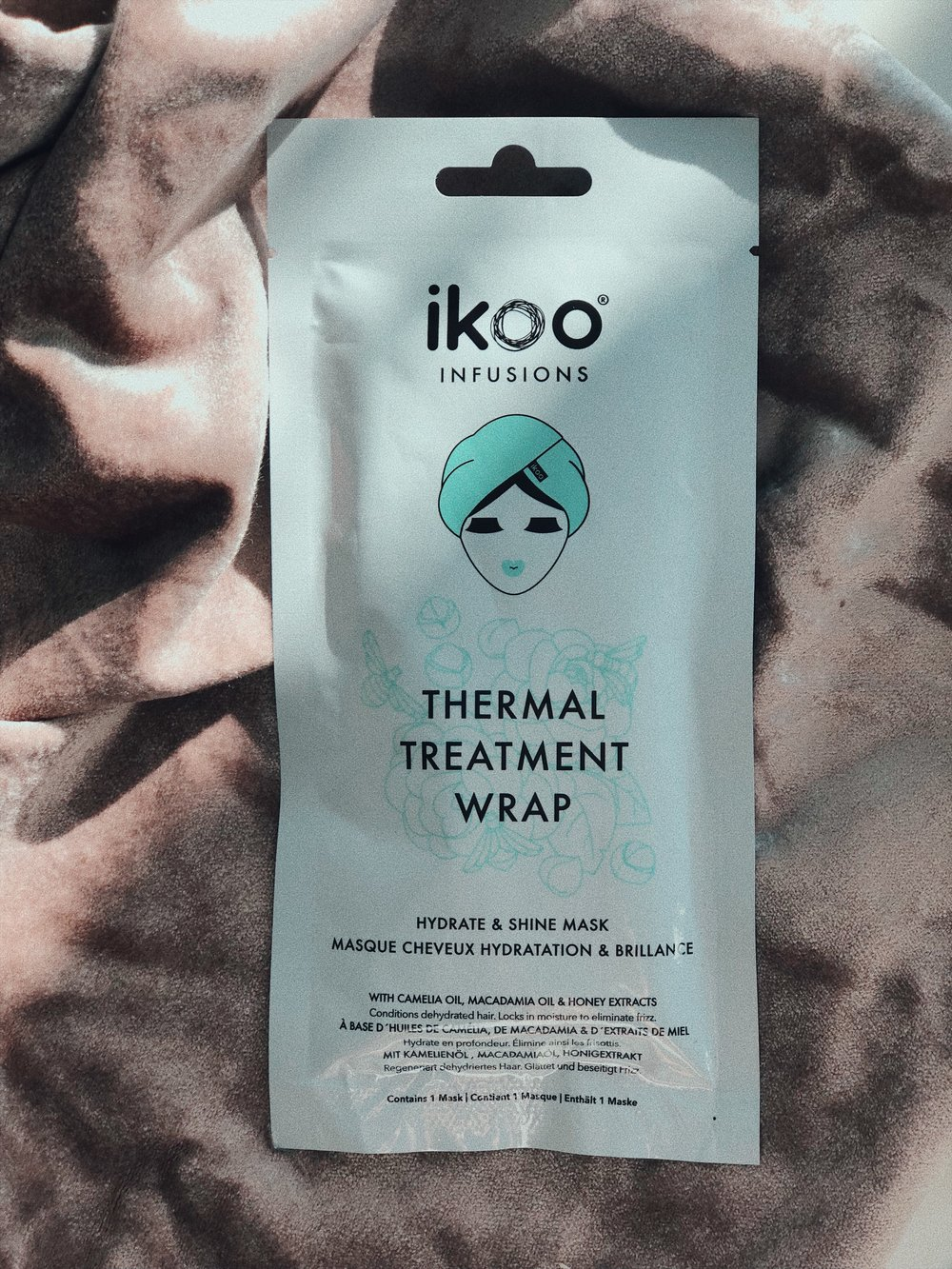 I'VE BEEN GETTING INTO HAIR WRAPS LIGHTLY, BECAUSE JUST LIKE A SHEET MASK THEY ARE JUST SO CONVENIENT AND ALSO AMAZING TO TRAVEL WITH. THE   THERMAL TREATMENT WRAP   FOR SHINE AND HYDRATION BY IKOO IS THE BEST ONE I'VE TRIED SO FAR, AS YOU KNOW I'M ALL ABOUT HYDRATION. – J