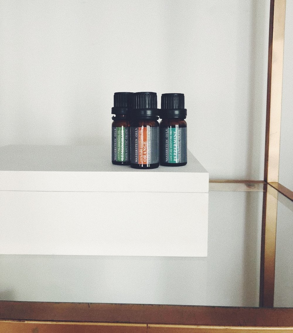 ESSENTIAL OILS   ARE MY THING. I HAVE ONE FOR EVERY MOOD, FOR EVERY VIBE. MY FAVS ARE SWEET ORANGE AND LAVENDER. AND GUESS WHAT, YOU CAN GET ALL OF THEM ON AMAZON, DUH. THE BEST THING IS THAT THEY OFTEN COME IN SETS, WHICH IS GREAT TO START OUT AND FIND WHAT YOU LIKE - J