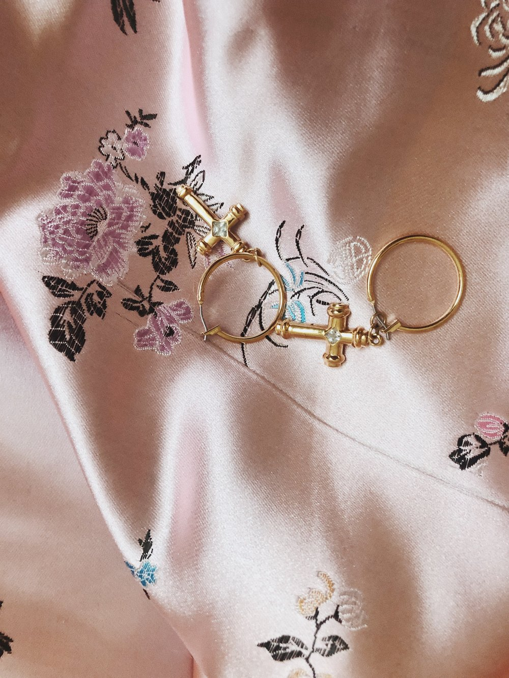 OK, CROSSES AGAIN, BUT THESE VANESSA MOONEY ONES ARE JUST WAY TOO PRETTY! THEY GO SO WELL WITH CASUAL STUFF BUT ALSO WITH MORE DRESSY OUTFITS, BECAUSE THEY ARE QUITE SMALL. I SIMPLY LOVE THEM! – J
