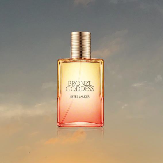 BRONZE GODDESS   IS MY HOLIDAY SCENT. IT SMELLS SWEET, SULTRY AND SENSUAL. IT'S ONE THAT YOU PUT ON AND YOU'RE READY TO GO OUT. IT'S HONESTLY A SUMMER NIGHT IN A PERFUME (CHEESY BUT TRUE!) - VANILLA, COCONUT AND AMBER, DO I HAVE TO SAY MORE? - J
