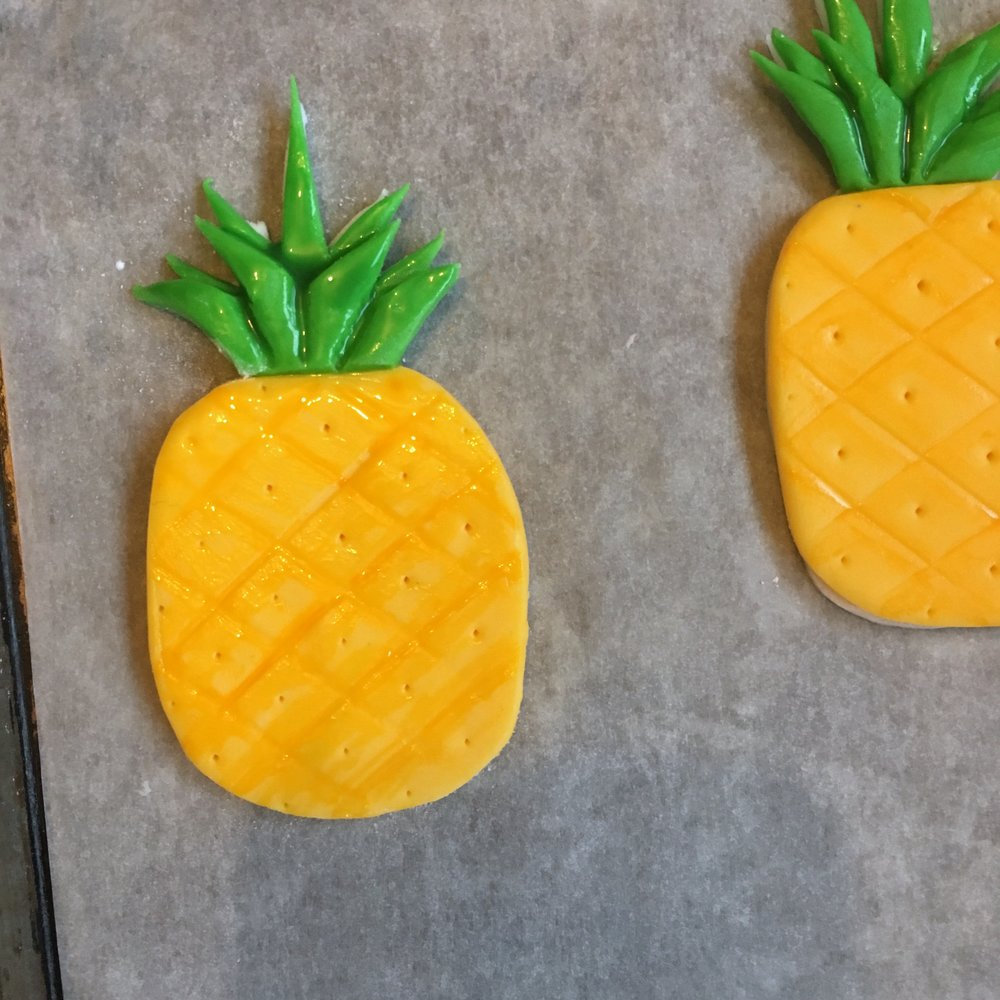 DIY Pineapple Cupcake Toppers