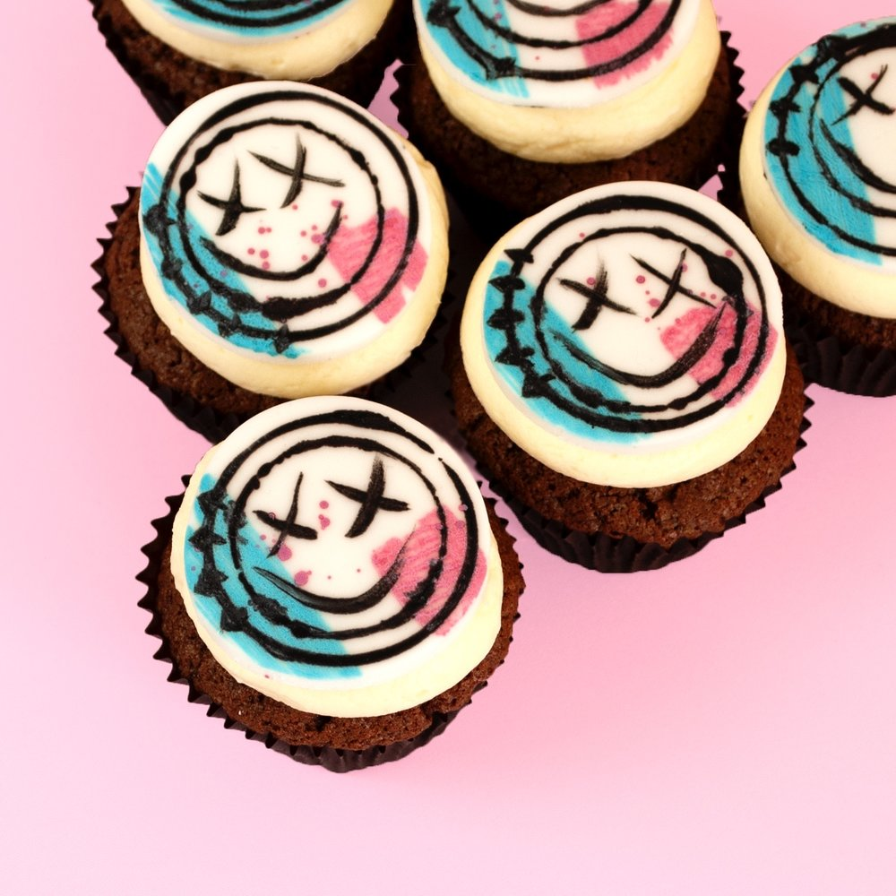 triangle.JPGFreaking Awesome DIY Blink 182 Cupcakes