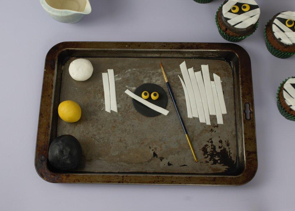 DIY Mummy Cupcakes - Super Beginner Friendly