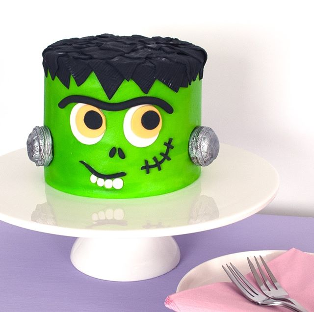 It's Halloween bitches! Scarves are back, cakes can legit be neon green, it is the most wonderful time of the year! I think it might even be pipping Christmas to the awesome post these days, am I crazy?? — 👻👻👻 —  #halloween #halloweencake #frankenstein #favecrafts #homebaker #howtocakeit #livecolorfully #publishcrafts #studiodiysugarfix #specialtycakes #cakecakecake #cakecraft #cakedecorating #cakemyday #caketutorial