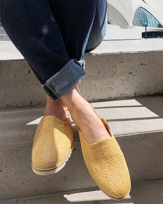 Walking on sunshine in these Masters of Casual slides. ☀️