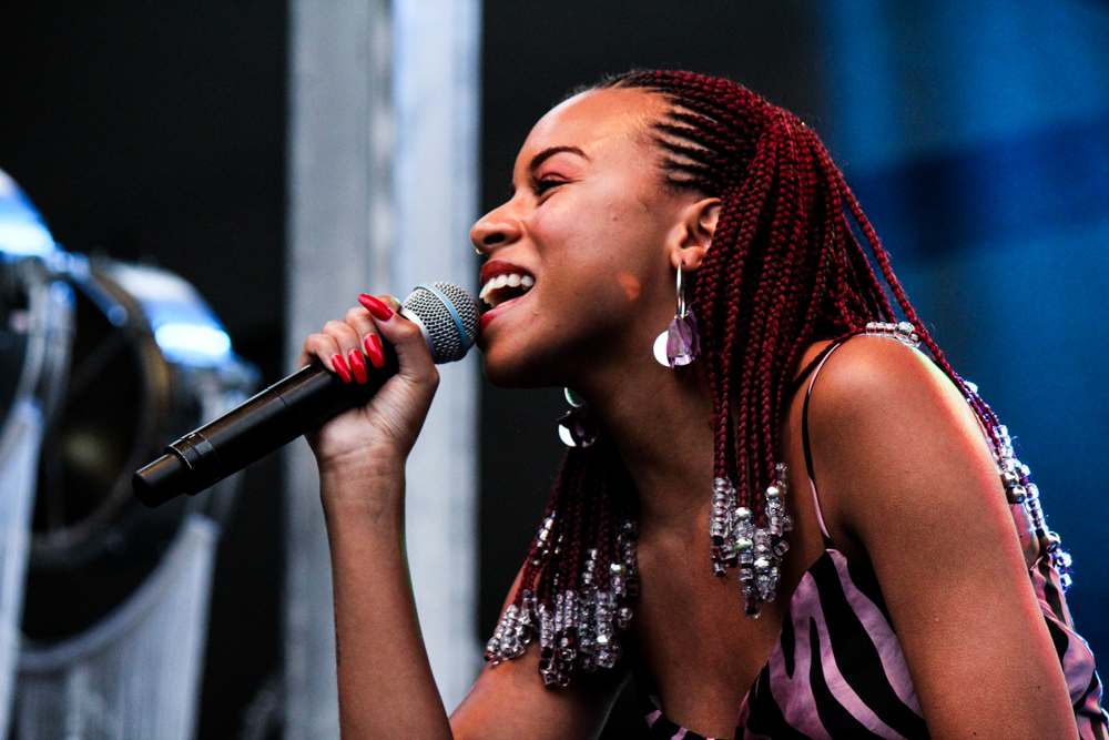 Ravyn Lenae performs at the All Things Go Fall Classic 2018