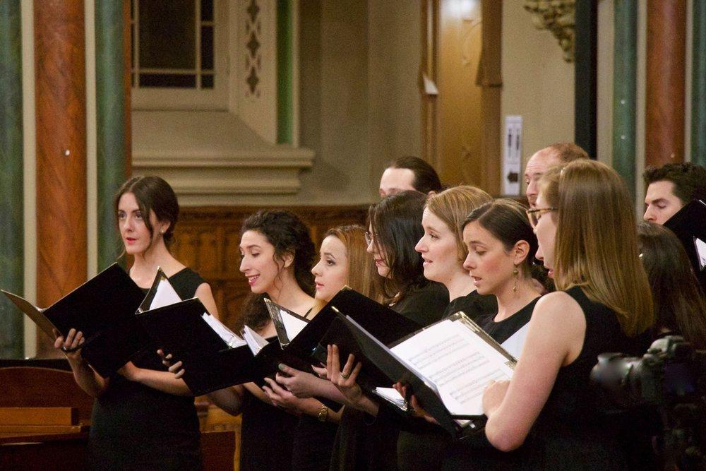 Le choeur de la SCM - Ensemble en résidence de la Société de concerts, le Chœur de la SCM réunit de jeunes musiciens professionnels qui travaillent solidairement pour offrir des concerts de haut calibre, faisant une large place à l'audace musicale.