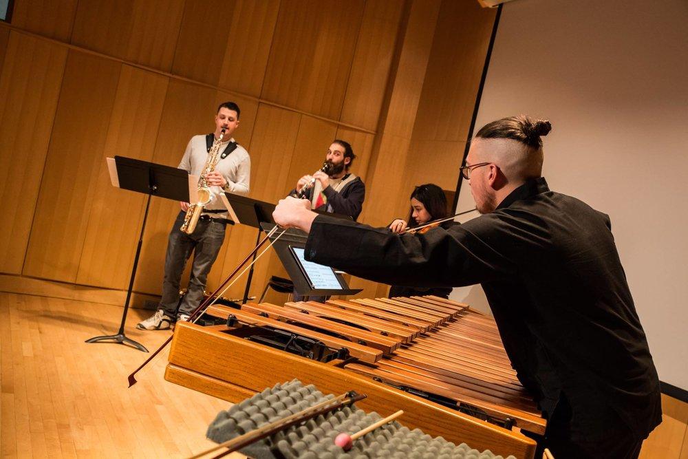 Notre mission - Créer et produire des expériences musicales accessibles et immersives qui mettent en lumière des créateurs classiques de la nouvelle génération.