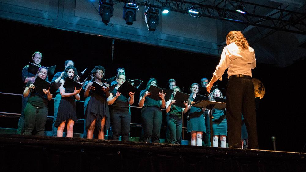Nos engagements - - Proposer des expériences musicales riches et accessibles à prix abordable- Offrir des opportunités professionnelles aux jeunes musiciens - Investir des lieux inhabituels pour le classique- Présenter des oeuvres de jeunes compositeurs locaux lors de chaque événement