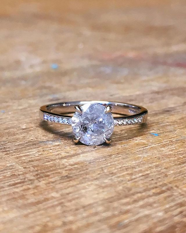 Round brilliant cut salt & pepper diamond ring for Susan in white gold. The stone, weighing over 1.00 carat was picked by Susan from a selection I had sourced. It's always nice to pick you own 🍓💎 #saltandpepperdiamonds