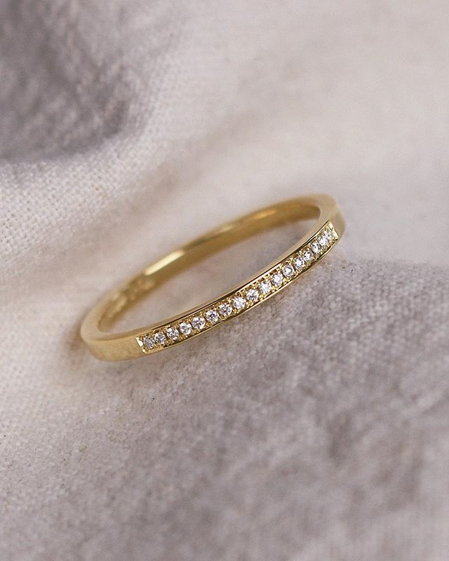 Plain and simple golden wedding band set with little white diamonds  Im off to @mostcuriouswedfair today to see some great exhibitors including my wonderful friend @lenniebeare
