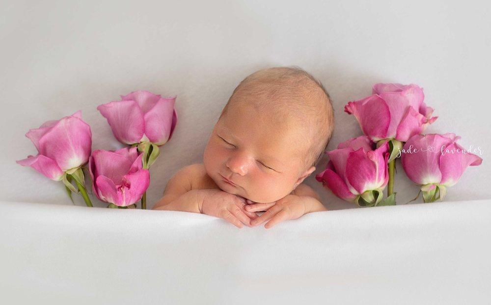 Newborn-photos-baby-photoshoot-spokane-washington-flowers-white.jpg