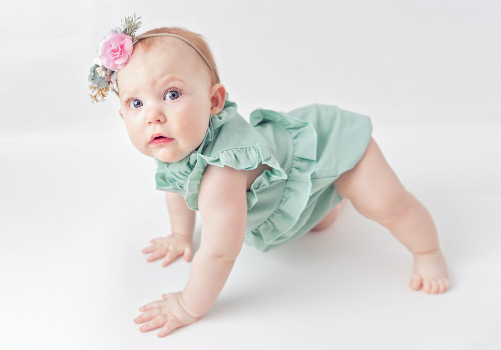 baby-picture-ideas-milestone-photography-infant-images-newborn-photos.jpg