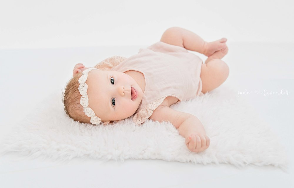 milestone-photos-infant-photography-baby-images-newborn-girl-spokane-washington.jpg