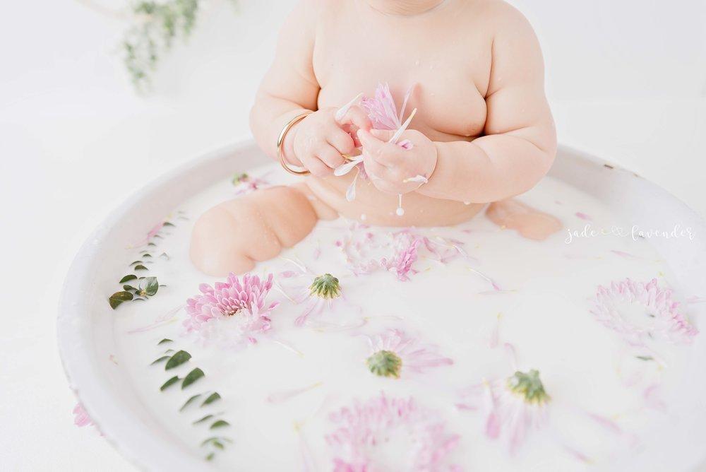 baby-milk-bath-photography-milestone-photos-newborn-photography-spokane-washington.jpg