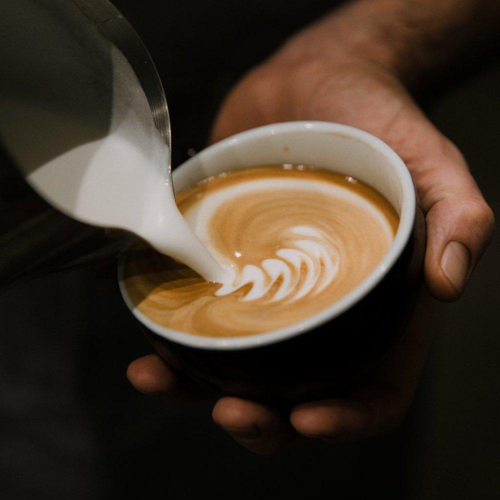 El Mejor Café en El Pueblo - ¿Puedes oler el café recién molido de tu habitación? Camina por la calle hasta nuestro Café del Abuelo para tomar un café por la mañana. ¡Si tienes suerte, es posible que incluso te sirva el dueño! ¿Te apetece un Pisco sour? ¡Vaya a tomar una copa más tarde y regístrese para una demostración de nuestros expertos sobre cómo hacer el mejor Pisco Sour casero!