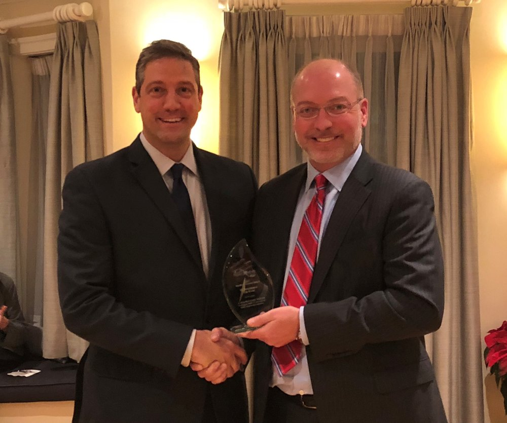 Health Innovation Alliance presents the Health IT Pioneer award to Rep. Tim Ryan (D-OH) for his support of technology-enabled legislative solutions to the opioid crisis.