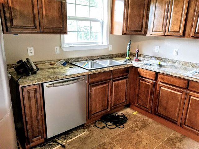 Making some really good progress on getting families back in their homes.  Here is a pick of brand new kitchen we have rebuilt for a family. ❤️😃🏠 . . . #hurricane #hurricaneharvey #recovery #lovingothers #lovingpeople #grateful #helpingothers #rebuild #hurricanerelief #nonprofit #godisgood #hardincounty #hardin #flood #volunteers #hardwork #kitchen #home