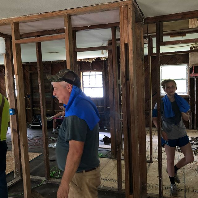Lots of work still being done.  We so grateful for volunteers. . ❤️😃🛠🔨🔧🔩 . . #nonprofit #volunteering #volunteer #thankful #grateful #blessed #godisgood #helpingothers #rebuild #hurricanerecovery #recovery #hurricaneharvey #hardin #hardincounty #lovingothers #rebuildinglives #hardwork