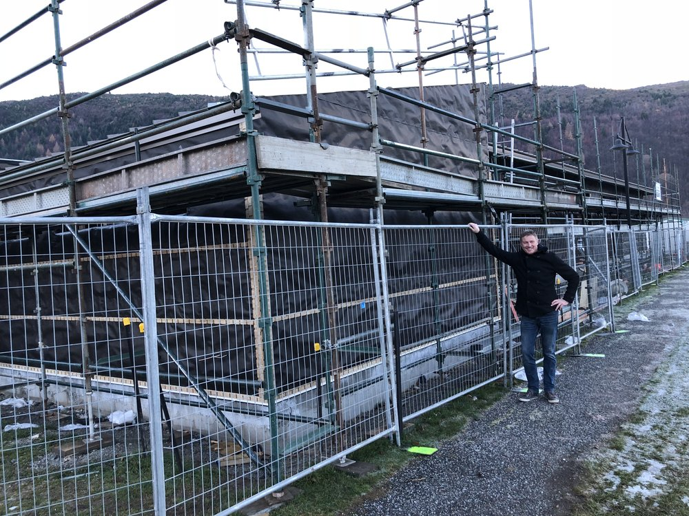 Centre to become valuable resource for community  Arrowtown's growth and lack of community facilities means the impending arrival of the much-awaited multi-use Community & Sports Centre, will be well celebrated by community groups on its scheduled completion in September 2018.  At their roof shout on the 15th June, Simon Spark (pictured) acknowledged the Arrowtown Community Sports Centre located at Jack Reid Park is well underway. The centre will become a valuable resource for the growing Arrowtown community, especially as the Athenaeum community hall enters into its refurbishment phase. The sizable mixed-use facility contains rugby and scout stores, four separate smaller storage rooms for community groups, toilets, changing rooms and ablutions, kitchen and bar, as well as three interlinking community rooms that can be separate or open up into one large room, (seating approximately 150 – 160 people) and an exterior public toilet and will be a celebrated resource for many community groups.