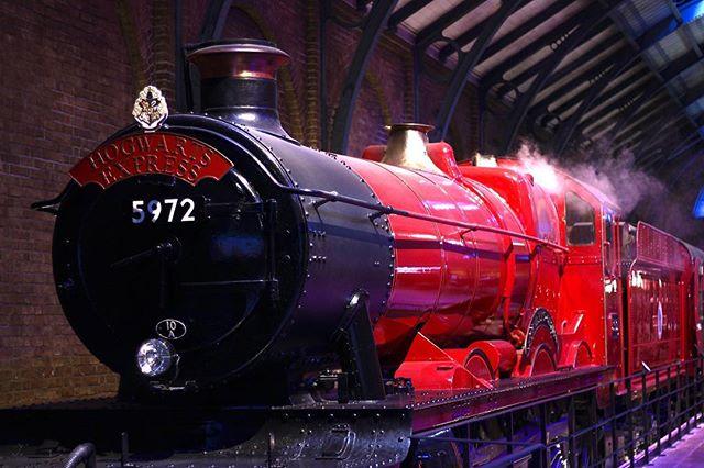 Heading back to Hogwarts 🙃  #harrypotter #warnerbrotherstudios #warnerbrostour #harrypottertour #hogwartsexpress #hogwarts #potterhead #photography #photographer #youtuber