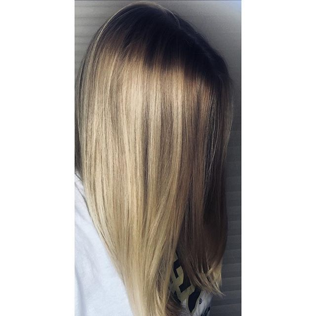 Nothing says summer like this beautiful balayage by Kiki 🌞 #balayage #blonde #summerblonde #blondebalayage #summerhair #highlights