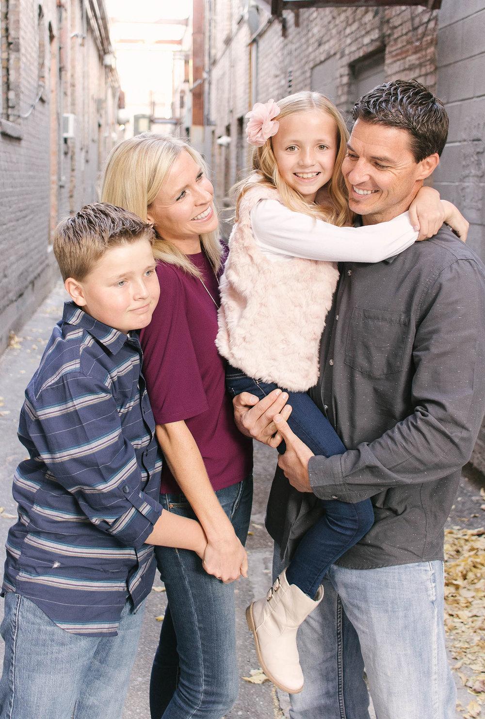 Family-of-four-photo-idea.jpg