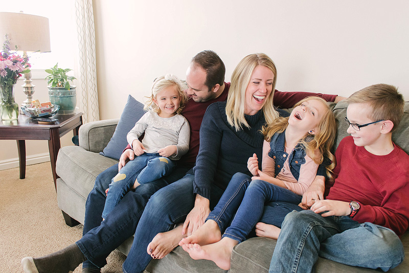 family-at-home-sesson.jpg