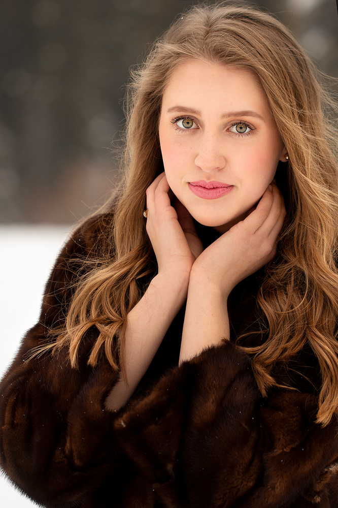 senior-pictures-in-the-winter.jpg